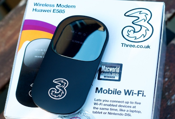 Een mifi-router zet het 3G-signaal om in een WiFi-netwerk. Je kunt daarna met meerdere apparaten tegelijk van dit WiFi-signaal gebruik maken.
