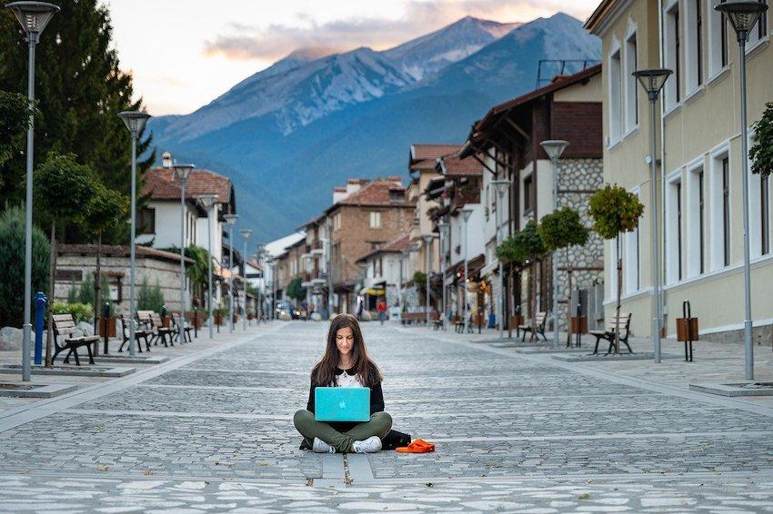 Hoe je online als vertaler kunt werken & rond kunt reizen